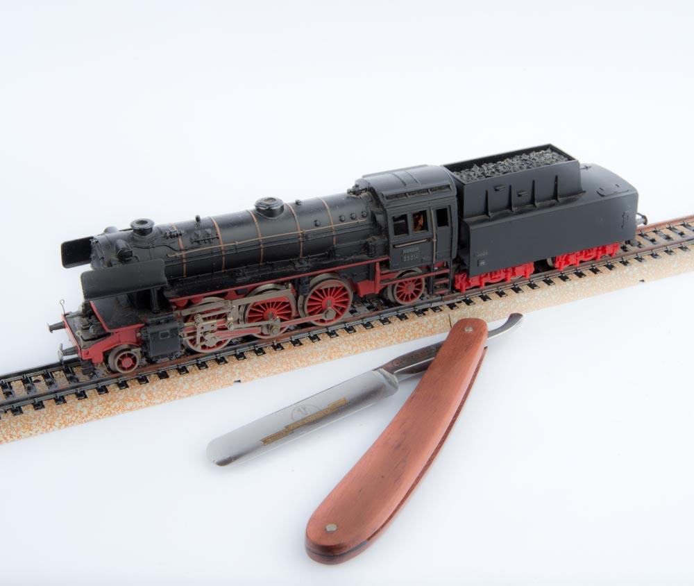 Märlin Lokomotive mit Schlepptender und Zwickmeister Rasiermesser mit Rose nholz